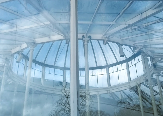 Chiswick Glasshouse – Through the round window